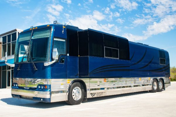 Pappa tour bus for musicians 12 bunk entertainer