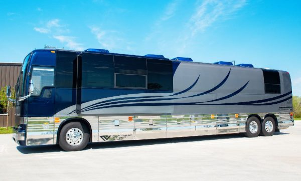 Galaxy 12 bunk slide out coach for artists and entertainers
