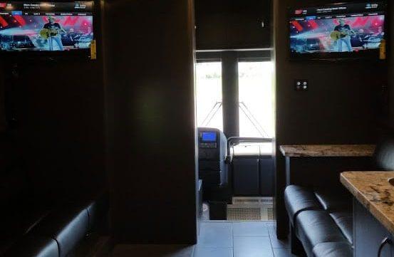 Aeron entertainer coach front lounge
