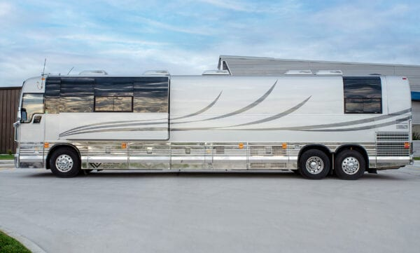 Desperado deluxe tour bus