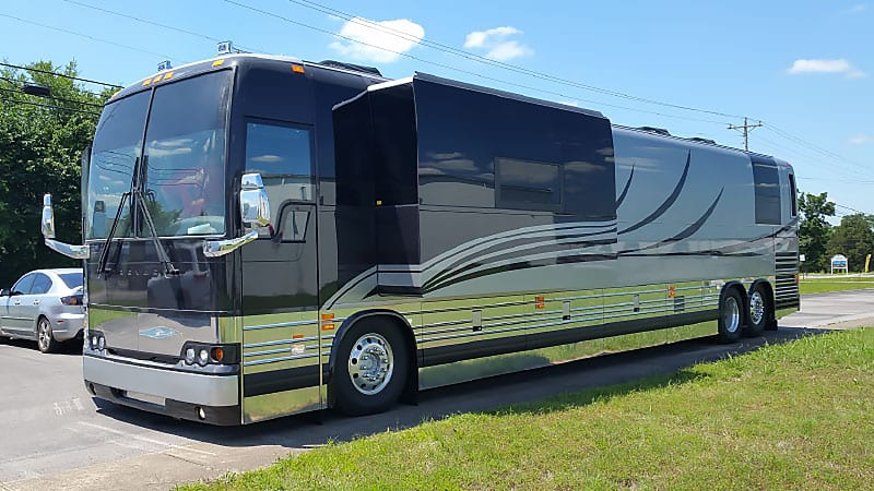 Entertainer coach leasing