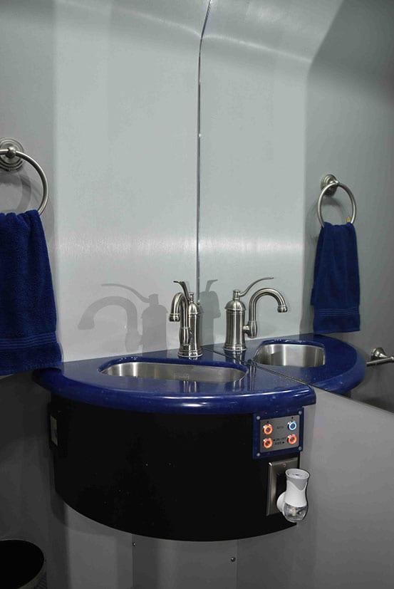 Hoot entertainer coach bathroom