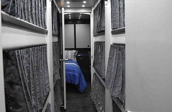 Hoot entertainer coach bunks
