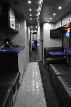 Hoot entertainer coach front lounge