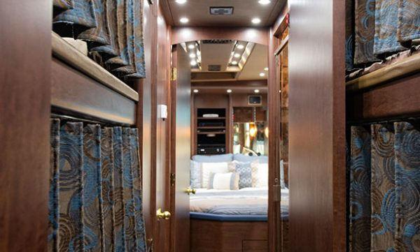 Wizard entertainer bus bunks