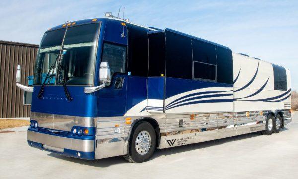 Brandy Four Seasons coach entertainer leasing Nashville Tennessee
