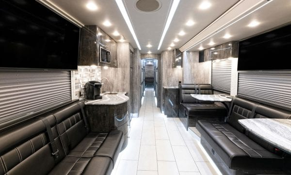 Toto entertainer coach interior